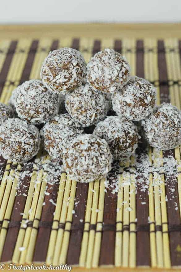 Chocolate coconut energy balls2