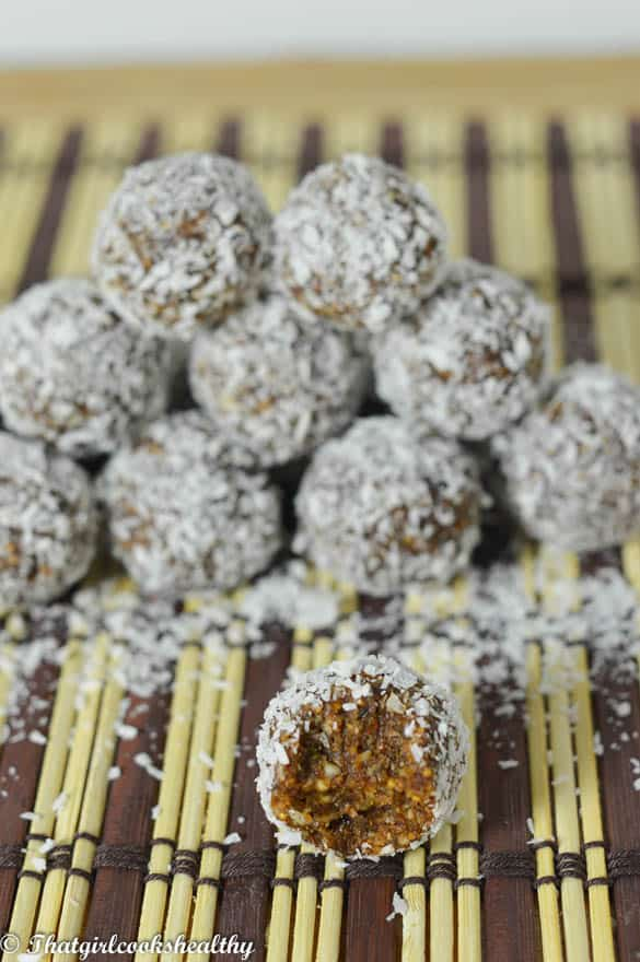 Chocolate coconut energy balls3