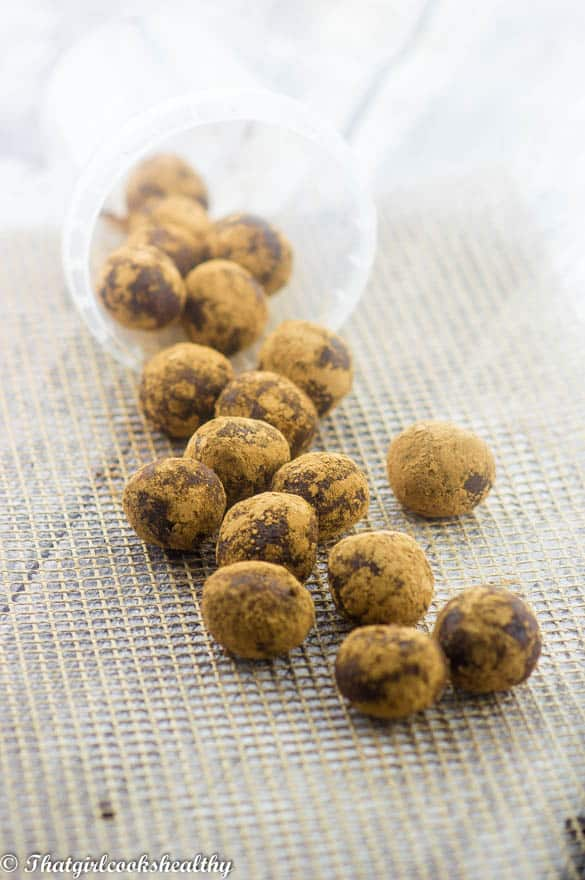 Raw chocolate chip energy balls2 - Raw chocolate energy balls
