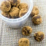 Raw chocolate energy balls