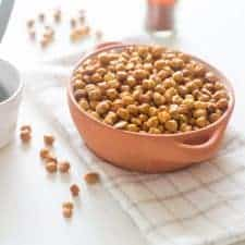 easy roasted cayenne chickpeas