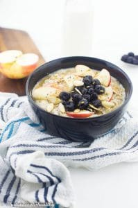Blueberry and apple oatmeal (vegan)
