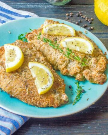 Breaded chicken with lemon slices