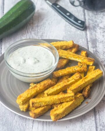 Air fryer zucchini fries woth dipping sauce