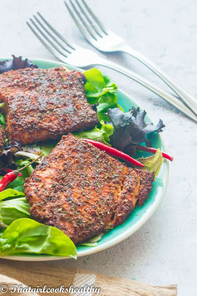 2 salmon fillets with leafy greens