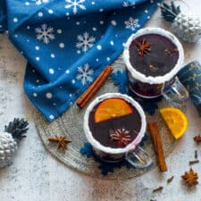 Mulled wine with tea towel and accessories