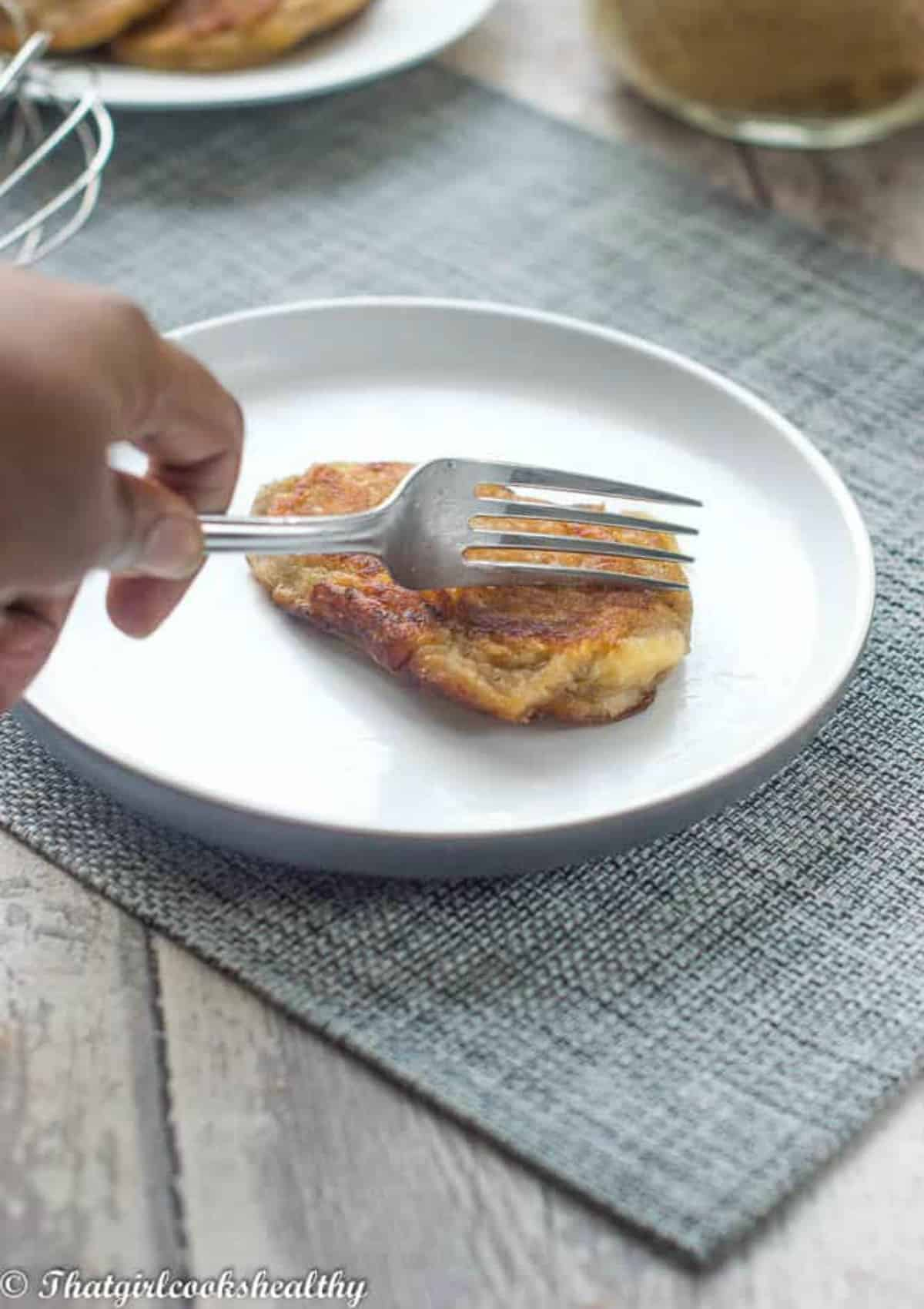 Using a fork to cut the fritters