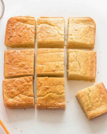 6 pieces of cornbread