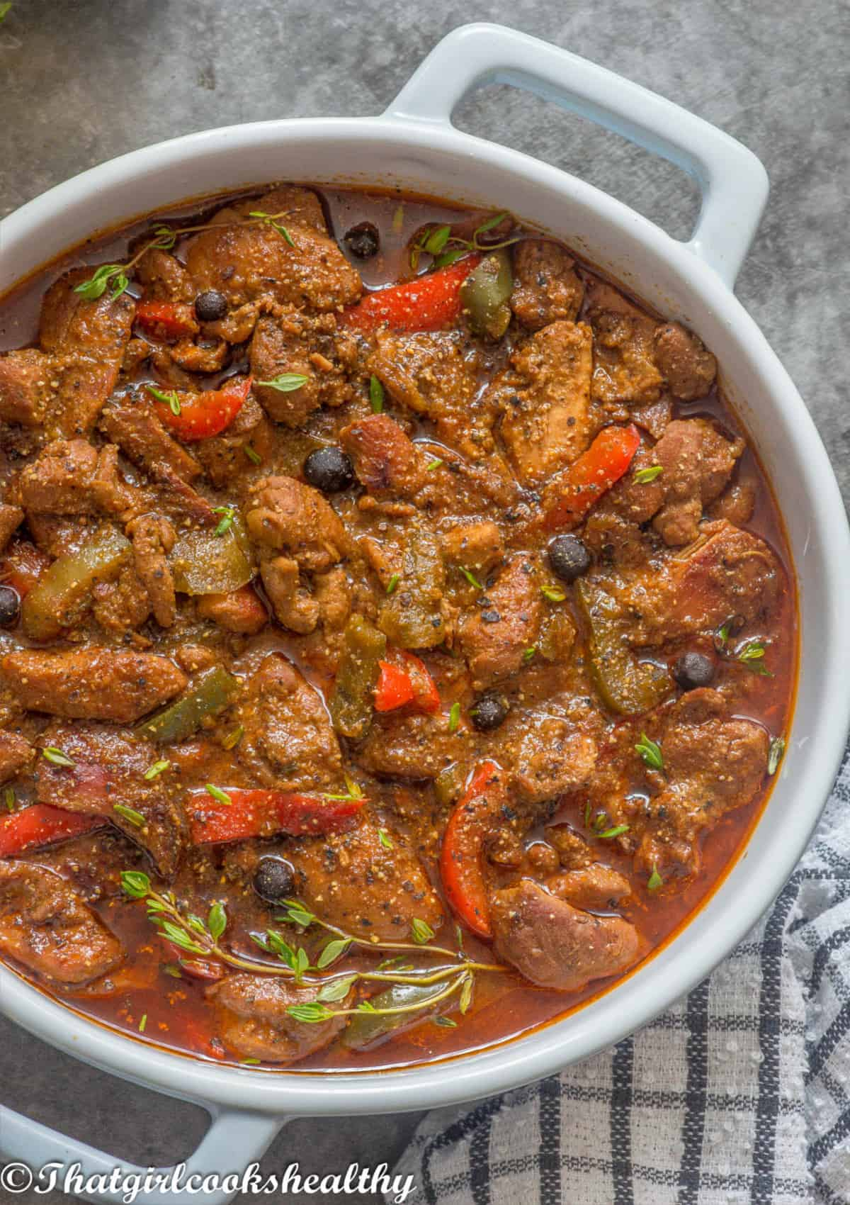 close up of the stew chicken